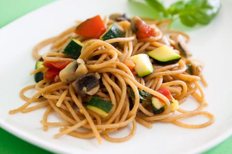 Esparguete com Legumes Salteados